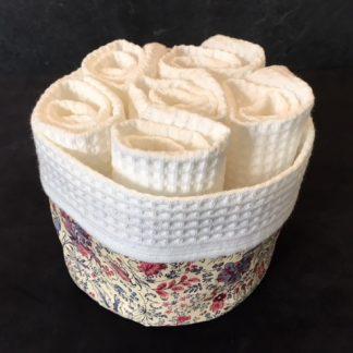 serviettes invités panière fleurie